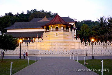 Places to see in Sri Lanka Kandy Temple of the Sacred tooth Relic